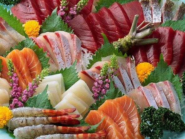 В рыбе содержится омега-3 кислоты, необходимые мозгу