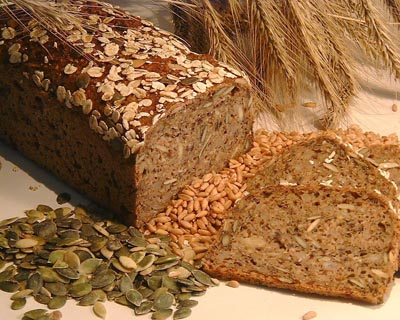 Хлеб с семечками и другими добавками еще полезней, но и более калориен