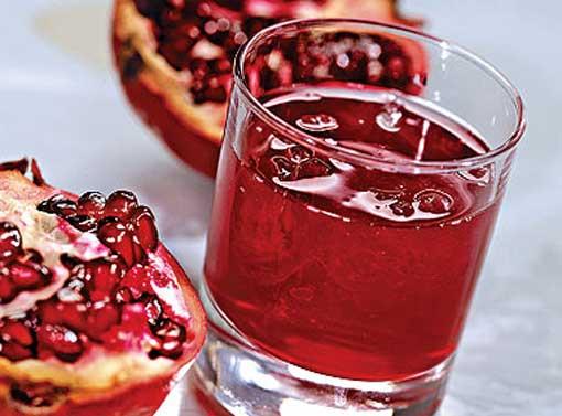 Гранатовый сок очень насыщенный, его можно разбавлять водой