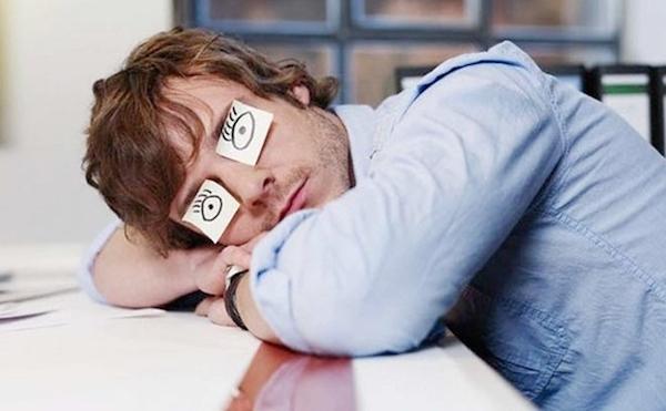 """Мозг не может работать без перерыва, в итоге вы """"спите"""" на работе"""
