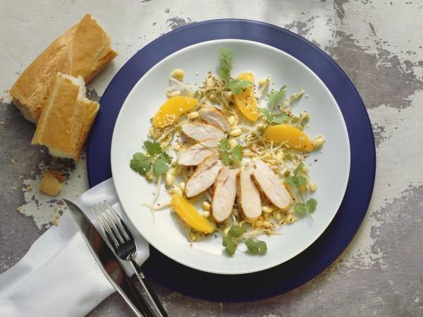 Куриное филе можно отбить перед приготовлением, оно будет нежнее