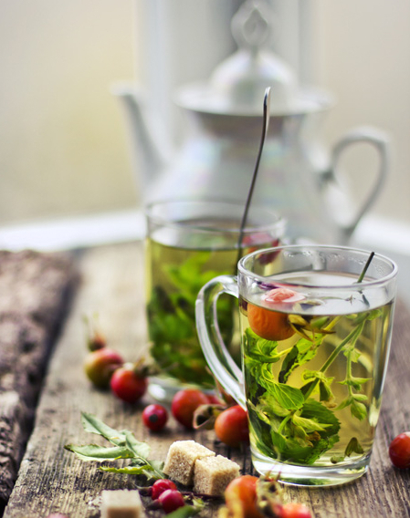 Можно заваривать только травы, и вы получите восхитительный  и вкус, и аромат. Но также можете добавлять любой чай по вкусу: черный, зеленый, либо оба вместе, как делает моя мама:-)