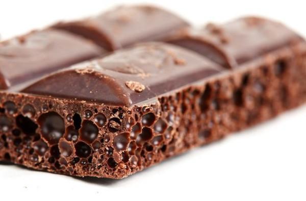 Шоколад издавна почитается своими полезными свойствами, славится как решение проблем девушек и их же созданием...