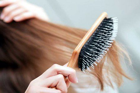 Очищая расческу, вы дольше сохраняете ваши волосы в чистоте.