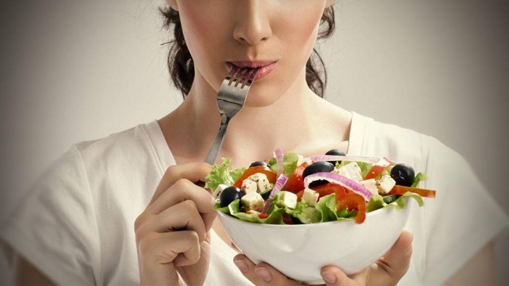 Если не знаете, что съесть-съешьте салат. Если не хотите салат, значит вы не голодны.