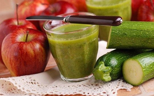 Для вкуса и аромата в сок можно добавить яблоко или морковь.