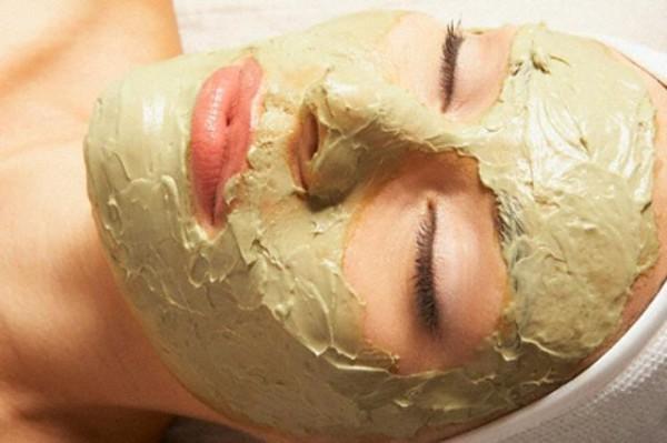 Не следует держать маску более 15 минут, иначе начинается обратный процесс, и маска забирает все полезные вещества из кожи