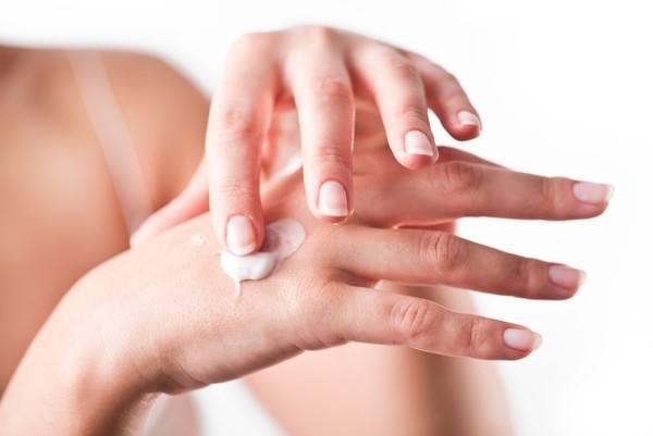 Самый первый и простой уход за руками- пользоваться питательным или увлажняющим кремом для рук