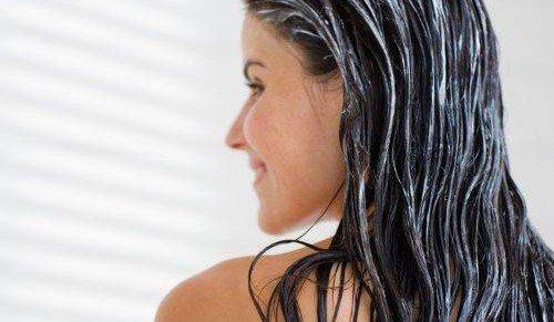 Делать маски нужно раз в неделю, этого вполне достаточно, чтобы поддерживать волосы и не нарушать их структуру