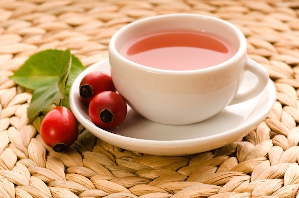 Чай из шиповника очень хорошо поддерживает иммунитет и позволяет не болеть зимой